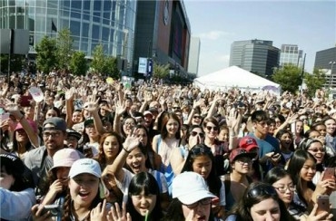 K-pop Fans Pack KCON 2016 New York Event