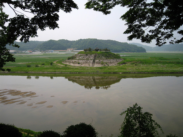 A Korean court has ruled that the South Korean government should pay reparations for farmland flooding that resulted from the Four Major Rivers Project. (image: Flickr/ Julie Facine)