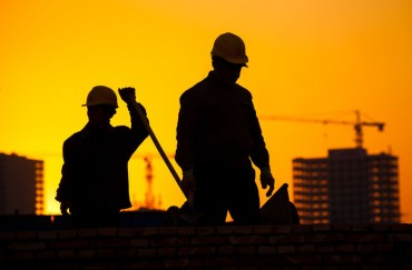 Large-Scale Construction Projects Struggle to Meet Deadlines After Working Hours Cut