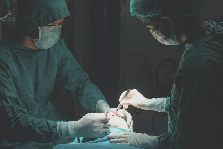 Ghost surgery refers to an illegal practice in which surgical procedures are performed by substitute doctors and nurses, or even employees of medical appliance companies, on behalf of the promised practitioners. (image: KobizMedia/ Korea Bizwire)