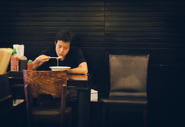 Men eating alone were 2.4 times more likely to suffer from depression than other men who ate dinner with family members. (image: Flickr/ Guian Bolisay)