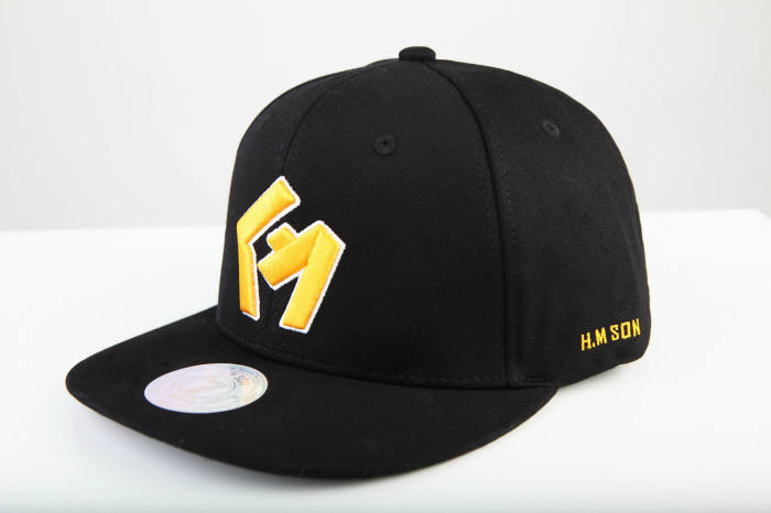 H.M SON released three designs of snapbacks – model 7STOHM – for which Son participated in the designing process. It will gradually present other fashion items, including baseball hats that will be released at the end of June. (image: SSG.com)