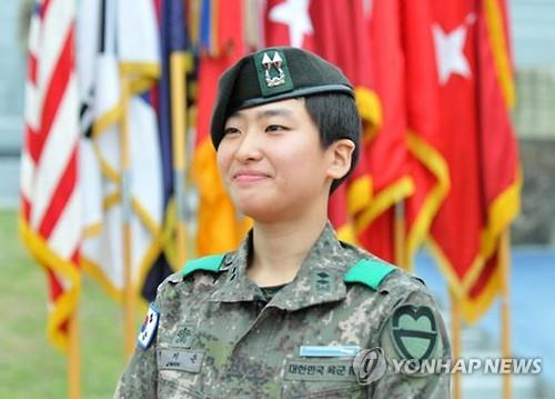 The Army said 1st Lt. Jeong Ji-eun, who is the platoon leader of a battalion belonging to the 30th mechanized infantry division, has been awarded the EIB. (image: Yonhap)