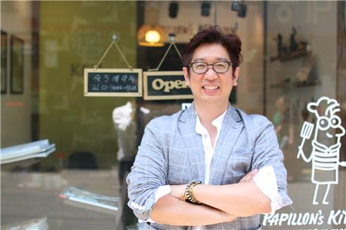 Kim Young-wook, head of the Korean Edible Insect Laboratory, poses in front of his restaurant in Seoul. (image: Yonhap)