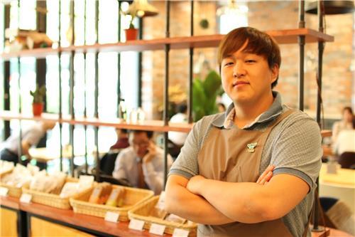 Ryu Si-doo, CEO of Edible Inc., poses at his coffee shop, Edible Coffee, in southern Seoul. (image: Yonhap)