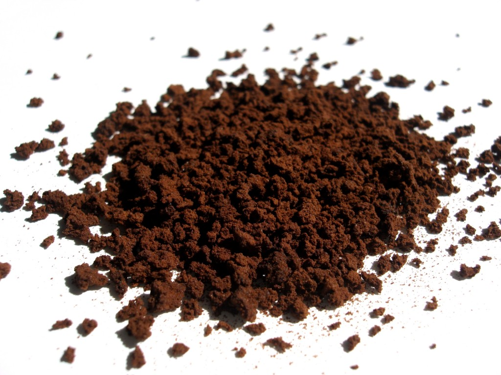 According to the ministry, Starbucks Korea is currently supplying local farmhouses with free compost made from the coffee grounds from its stores across the country. (image: Wikimedia)