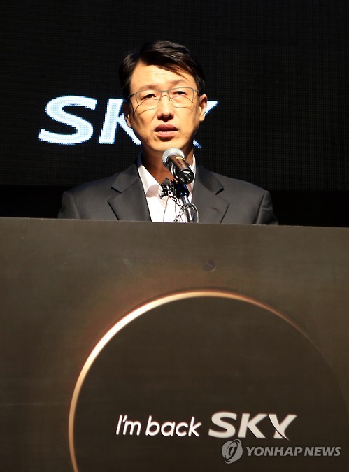 """Life in the 21st century is becoming more and more enervating, especially with endless competition and pressure,"" said Moon Ji-wook, president of Pantech. (image: Yonhap)"
