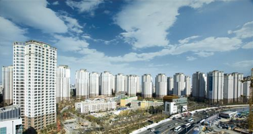 With the recent trend of pursuing a 'healing' lifestyle, buyers have been choosing apartments based on whether they offer river views from the living room, or whether there is a walking path nearby. (Image Credit: Yonhap)