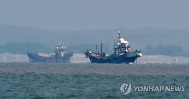 About 10 Chinese fishing boats that were operating at that time retreated to the Pyongyang-controlled northern side of the neutral waters.