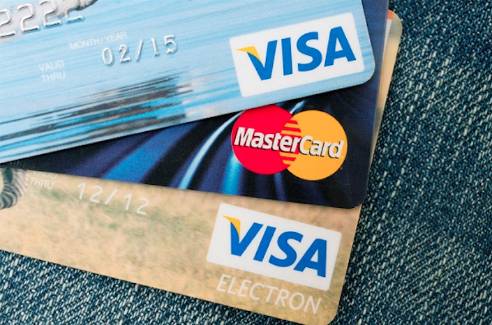 Visa planned to increase the commission for international transactions from 1.0 percent to 1.2 percent in 2009. However, the plan was met by public dissatisfaction as well as domestic card companies' threats to stop issuing Visa cards, which compelled Visa to retract its plans. (image: KobizMedia/ Korea Bizwire)