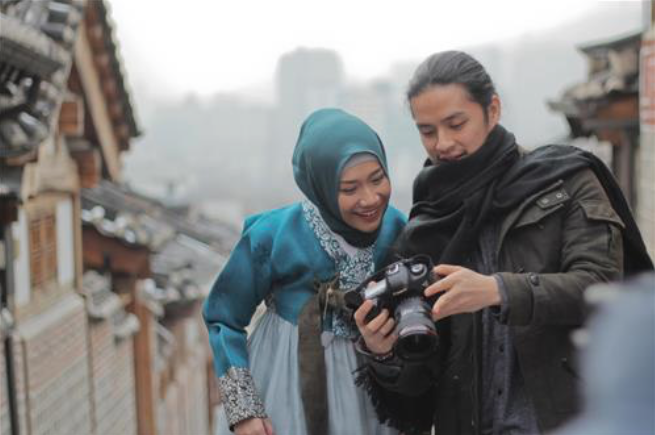 According to the film producer, Sunil Samtani, Asma Nadia was very active in incorporating Korean elements into the film. (image: Rapi Films)