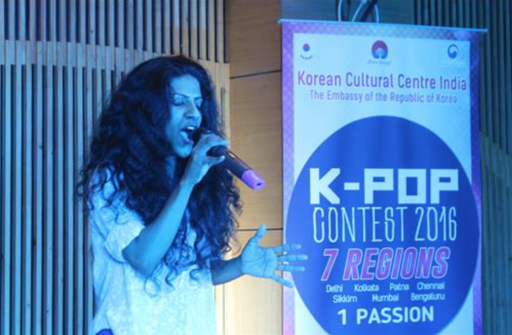 The preliminary round took place in New Delhi on June 25, and Varti Gupta (29) finished first in the singing category for performing Ailee's 'I Will Show You'. (image: Yonhap)