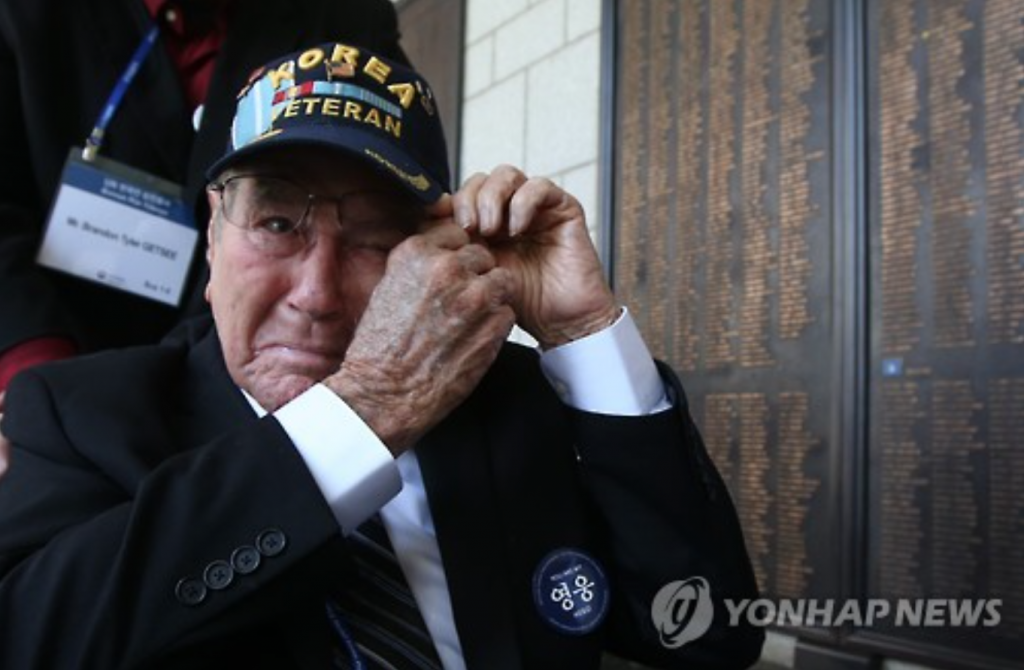 A Korean War veteran sheds tears at The War Memorial of Korea.