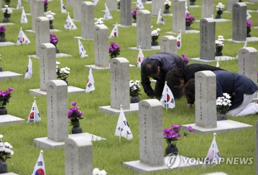Family members of the deceased pay respect at the Seoul National Cemetery.