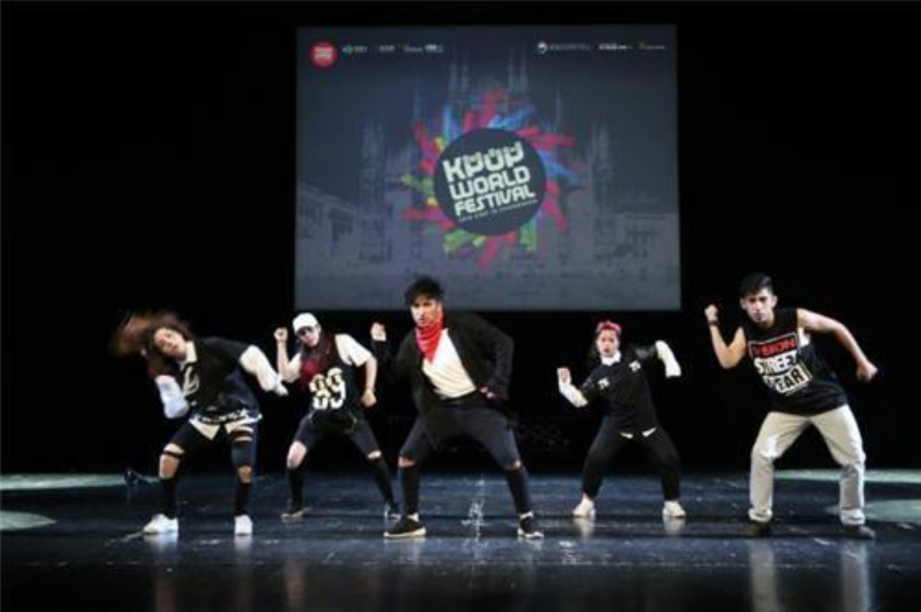 Competitors perform during a local preliminary of the 2016 K-pop World Festival in Milan on June 25, 2016. (image: Yonhap)
