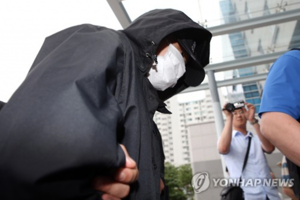 A high school student, only disclosed as Choi (17), broke into an apartment in Gwangju in the morning of June 28. He brutally murdered the resident, a 50-year-old woman who was found with some 20 stab wounds to her neck, and robbed her, grabbing cash, a laptop, and credit cards. (image: Yonhap)