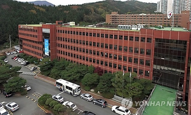 The Busan Metropolitan City Office of Education will provide 6,000 female students in elementary, middle, and high school, who receive basic living security and medical aid, with sanitary pads for nine months. (image: Yonhap)