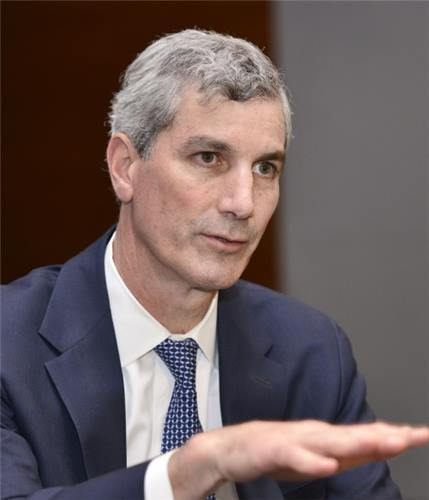 """If I invested in a Korean business, I would invest in one of Korea's IT corporations,"" claimed VSS executive director Christopher Russell. (Image Credit: Yonhap)"