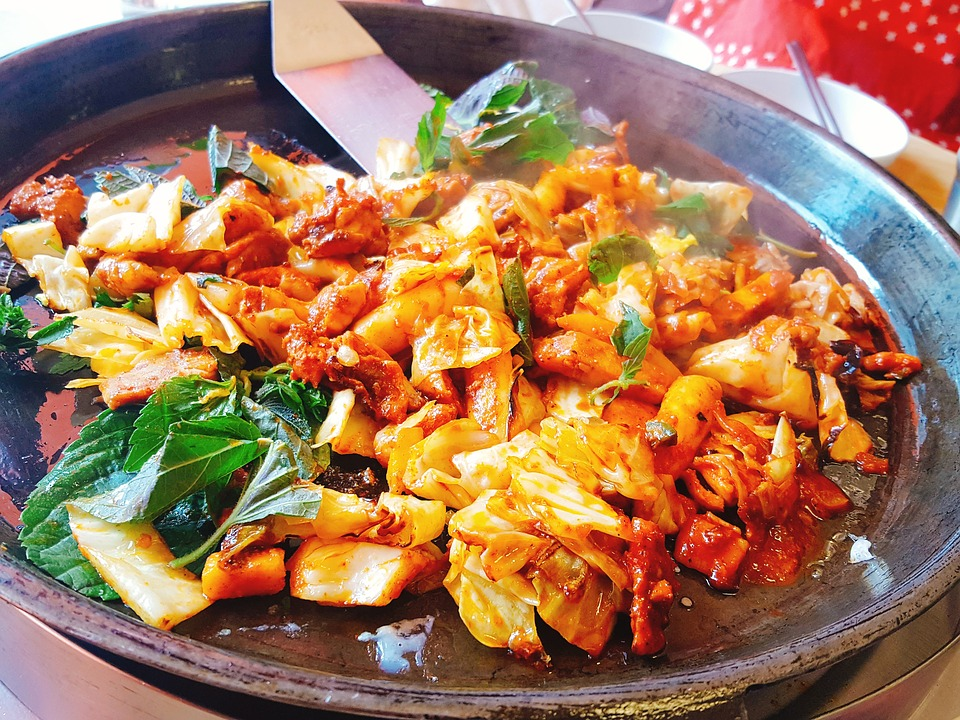 Dishes that hail from Gangwon include 'dak galbi', spicy stir-fried chicken. (image: Pixabay)