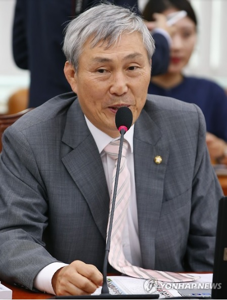 Cho Hunhyun, a Saenuri Party Representative, suggested that Go match records should be protected under copyright law. (image: Yonhap)