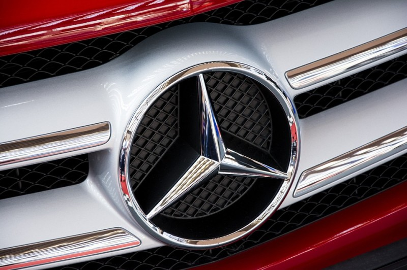 Benz to Recall 1,135 E-Class Sedans for Powertrain Control Defect