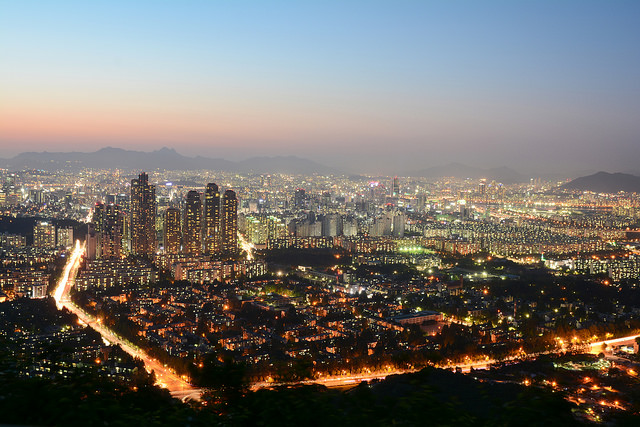 The average home price in the capital city hit 501.98 million won in June, up 2.94 million won from the previous month, according to the bank which serves as the leading tracker of the local housing market. The figure is the highest since the bank began compiling related data in December 2008. (image: Flickr/ Hwan Hyeok Kim)