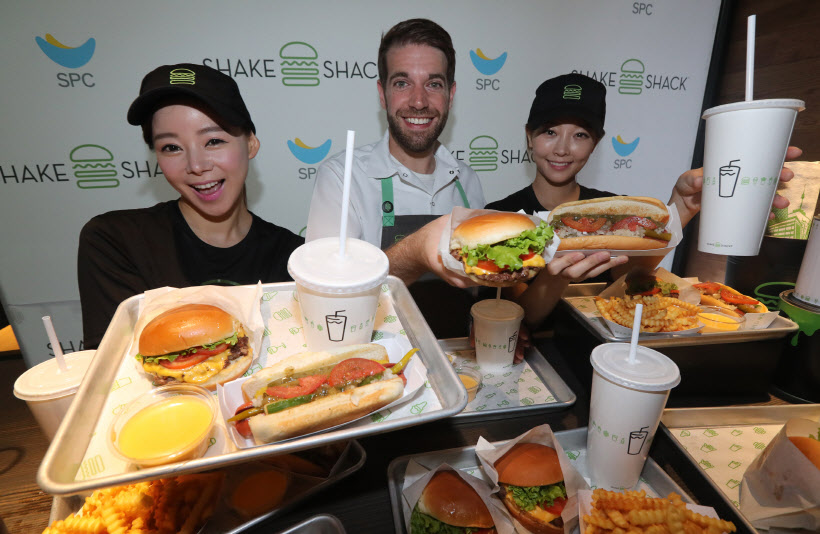 Shake Shack opened its first Korean store in Gangnam on July 22. (image: SPC Group)