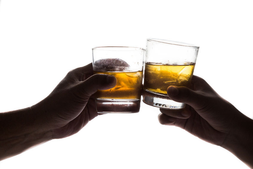 The 2014 report revealed that the average Korean (of legal age) drinks 13.7 shots of hard liquor per week, tops in the world, followed by Russia (6.3 shots) and the Philippines (5.4 shots). (image: KobizMedia/ Korea Bizwire)