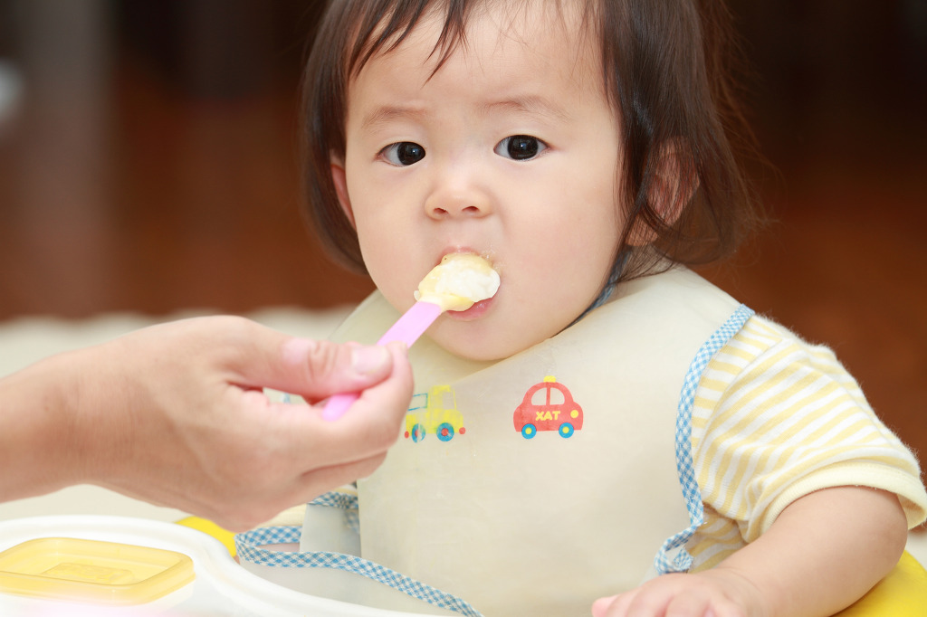 The level of physical burden from infant care increased as time allotted to infant care increased, while an increase in household income reduced the financial burden of infant care. (image: KobizMedia/ Korea Bizwire)