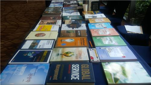 Tourism books are displayed at the 80th Tourism Sciences Society of Korea international tourism conference at Alpensia Resort in PyeongChang, Gangwon Province, on July 14, 2016. (Yonhap)