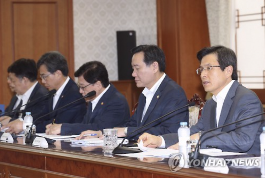 """There is a possibility that North Korea will abduct our citizens overseas, or conduct attacks by hiring international terrorism organizations,"" Prime Minister Hwang Kyo-ahn (R) said. ""All related organizations must make efforts to have no blind spots when it comes to preventing terrorism."" (image: Yonhap)"