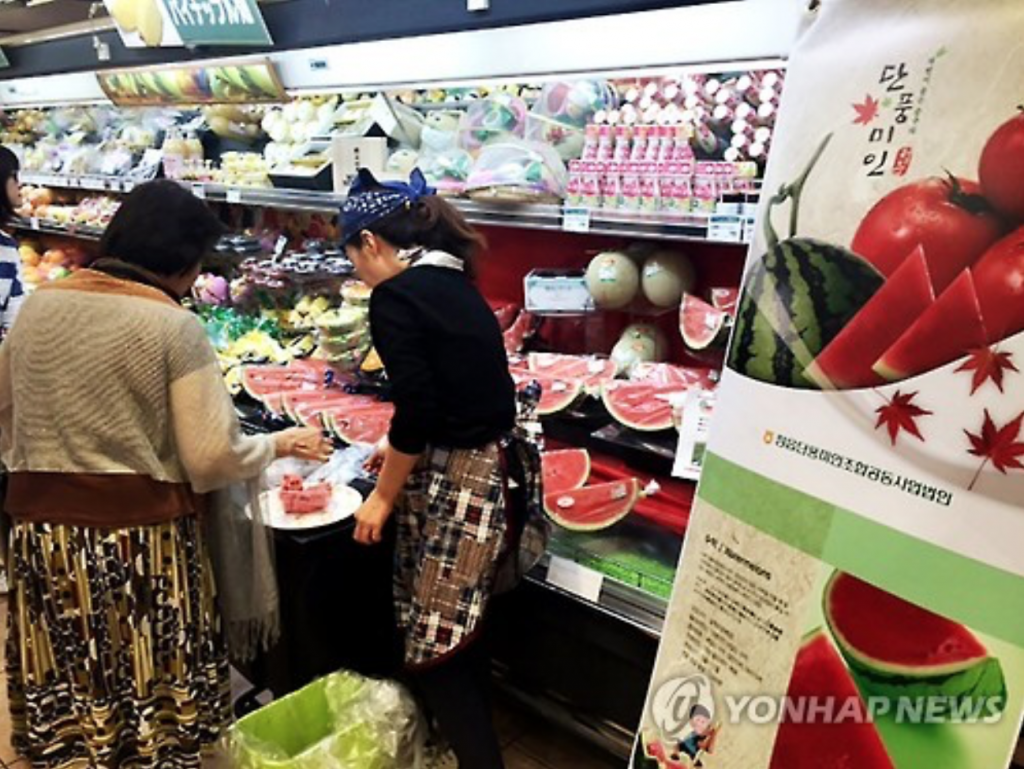 The city already exported 40 tons of its 'Danpoong Mi-In Seedless Watermelons' to Japan in the first half of 2016, and it plans to export an additional 90 tons in the second half of the year. (image: Yonhap)