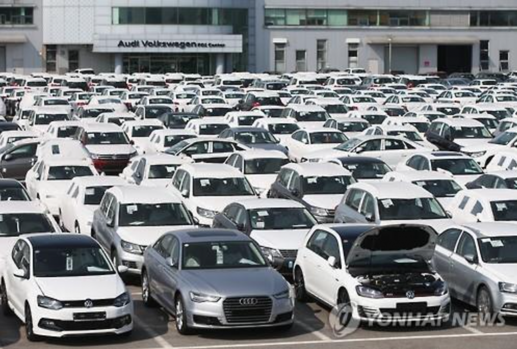 Audi Volkswagen Korea's predelivery inspection center in Pyeongtaek, about 70 kilometers south of Seoul. The Seoul Central District Prosecutors' Office said on June 1, 2016, that it has confiscated some 950 units of three Audi Volkswagen models -- Audi A1, A3 and Golf -- from the center. The move came amid a probe into the German carmaker's allegedly manipulated emissions results. (image: Yonhap)