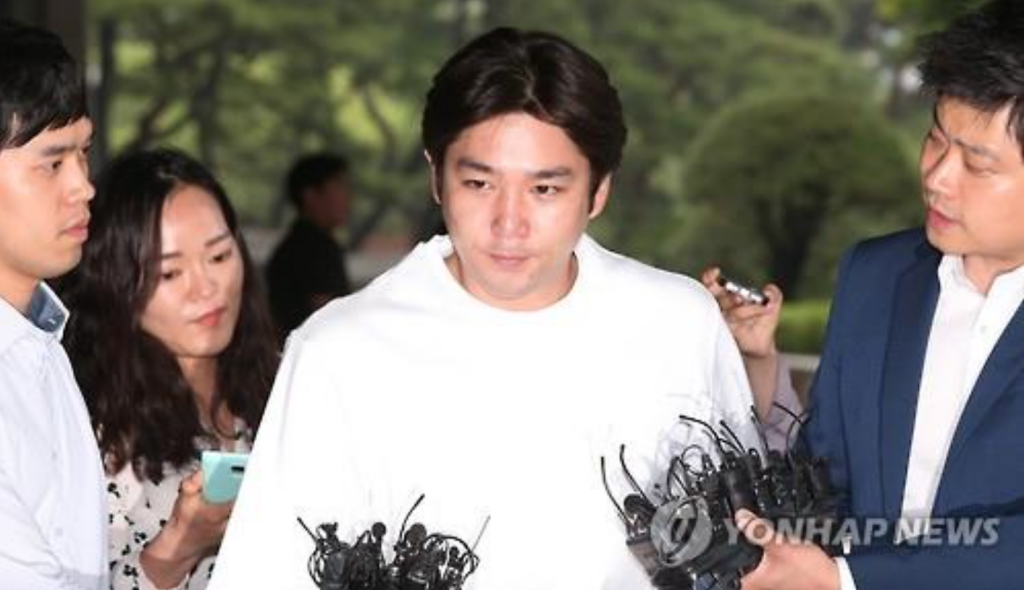 Kangin, a member of K-pop boy band Super Junior, enters the Seoul Central District Prosecutors' Office on June 15, 2016, to face questioning over causing a traffic accident while under the influence of alcohol. Prosecutors summarily indicted him on July 7. (image: Yonhap)