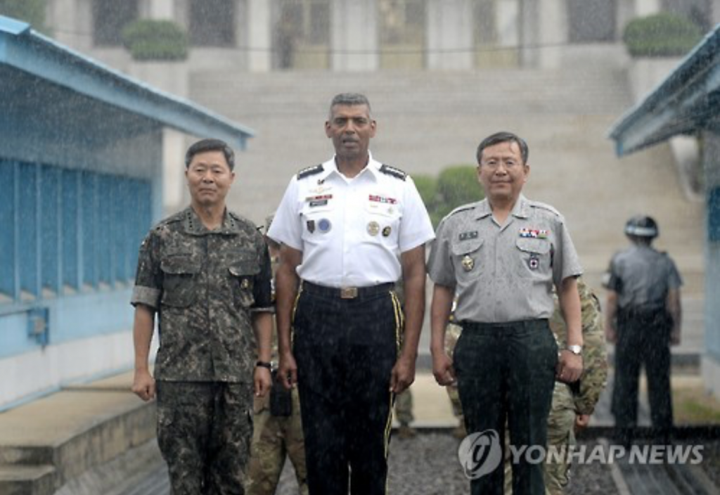 UNC, USFK Commander General Brooks (C), CFC Deputy Commander General Kim (R), and the Army Chief of Staff General Jang (L) at Panmunjom.