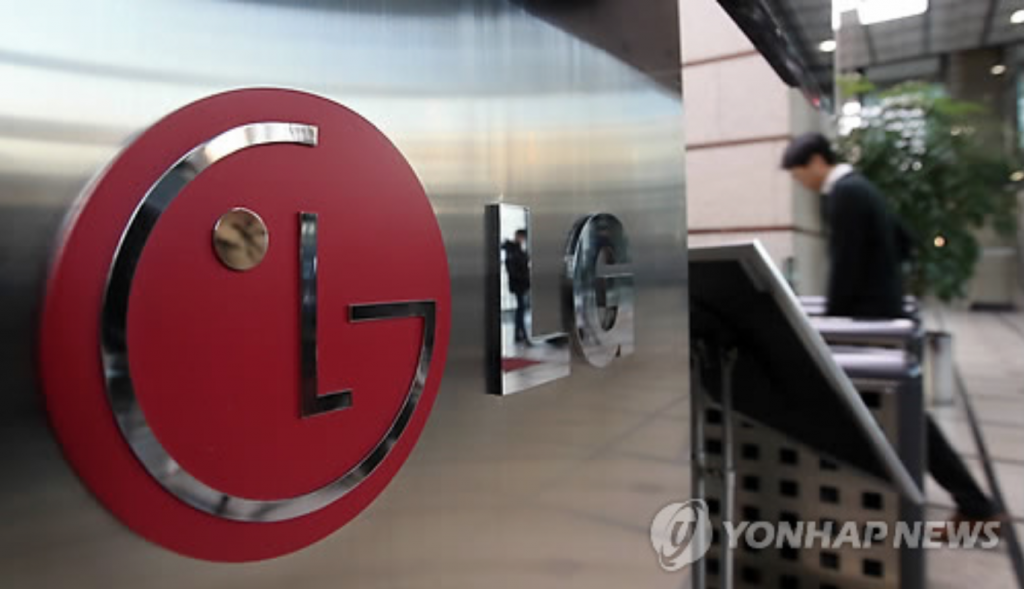The big jump in LG Electronics' quarterly operating profit came after solid sales of the company's premium refrigerators and high-end televisions. (image: Yonhap)