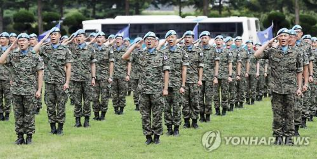 Taken on July 26, a new team of soldiers who will replace their colleagues in the Dongmyung Unit in Lebanon salute in an event held in Incheon, 40 km west of Seoul. (image: Yonhap)