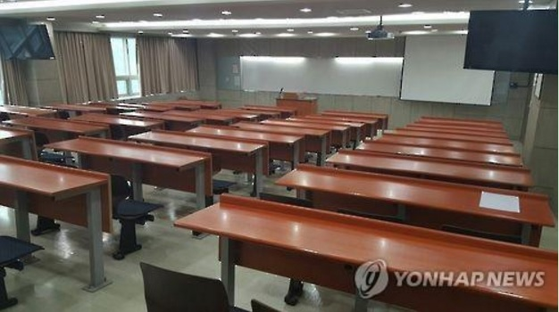Ministry officials expect that the decline will continue for the next several years, to the point where the number of students wishing to attend college will be only 470,000 by 2020, and will further decline by thousands each year until it reaches 400,000 by 2023. (image: Yonhap)