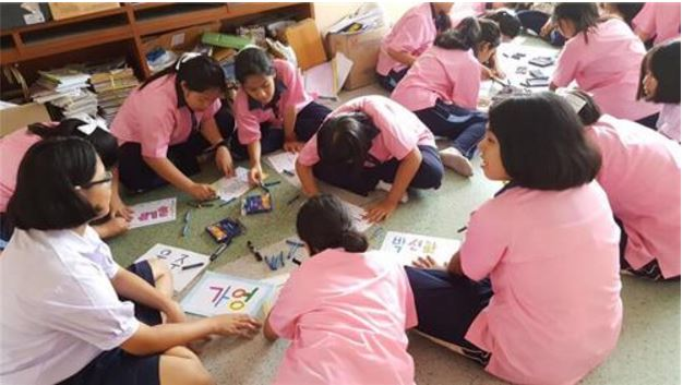 5th graders in Thailand taking Korean class. (image: Yonhap)