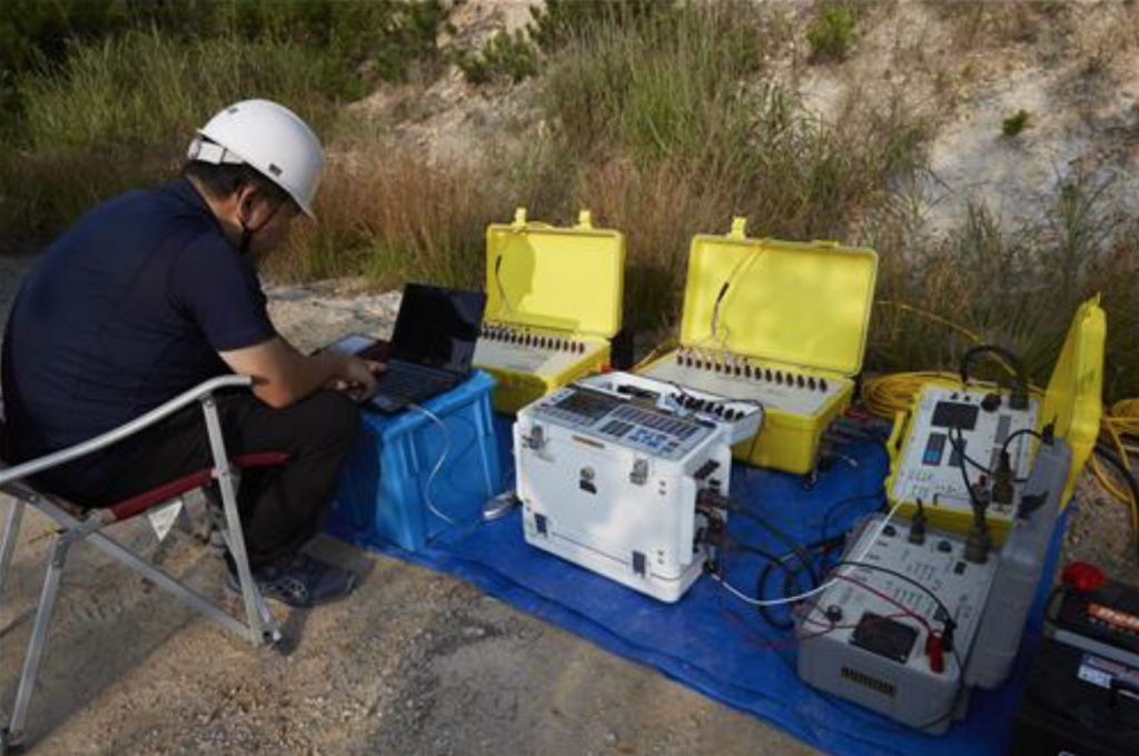 KIGAM's technology is much more elaborate than conventional SIP techniques. It can analyze the specific types of metal ore deposits, and can explore depths of up to 300 meters, said the institute. (image: KIGAM)