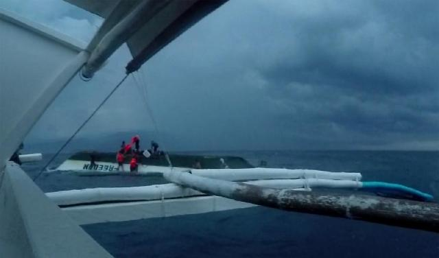 The ship overturned amid a storm and the people were stranded on the foundering vessel for about an hour before being picked up by a nearby fishing boat, according to the letter. (image: Samsung Electronics)