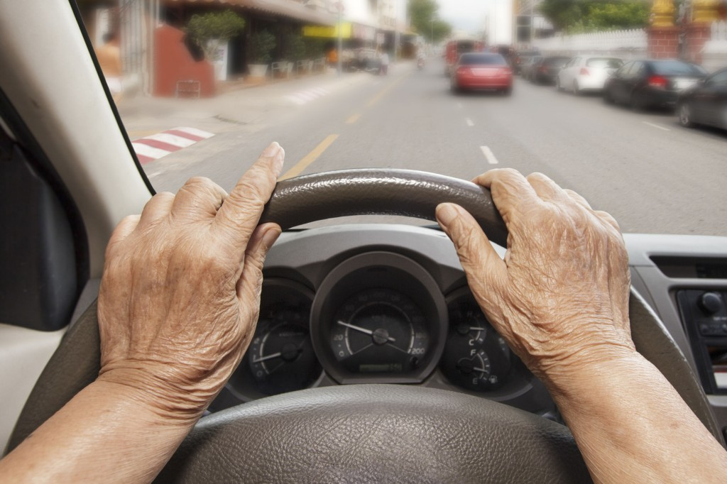 The KNPA will first carry forward a new policy to shorten the cycle of aptitude tests from the current five years to three, for drivers aged 75 and older, while making it obligatory for elderly drivers to receive certain number of hours of traffic safety education. (image: KobizMedia/ Korea Bizwire)
