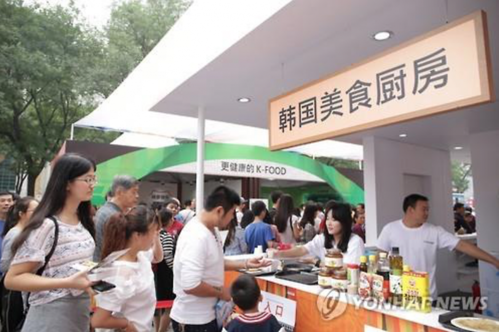 A South Korean food fair in Xian, China, held on Sept. 20, 2015. (image: Yonhap)