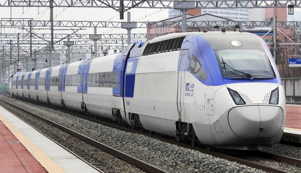 The KTX-Sancheon is a South Korean high-speed train built by Hyundai Rotem. (image: Wikimedia)