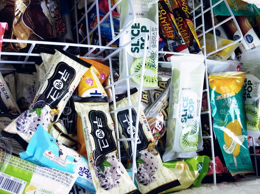 Industry watchers attributed the decline to the rapidly growing coffee market, an excessive price war by ice cream makers and a natural decrease in the number of customers stemming from the country's low birthrate. (image: KobizMedia/ Korea Bizwire)