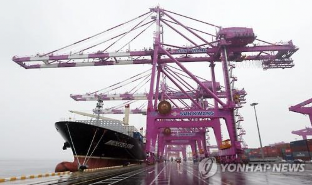 Shipments of South Korean-made vessels nearly halved to $1.99 billion this year from $3.46 billion, dragging down the entire exports tally by 9.2 percentage points in July, it added. (image: Yonhap)