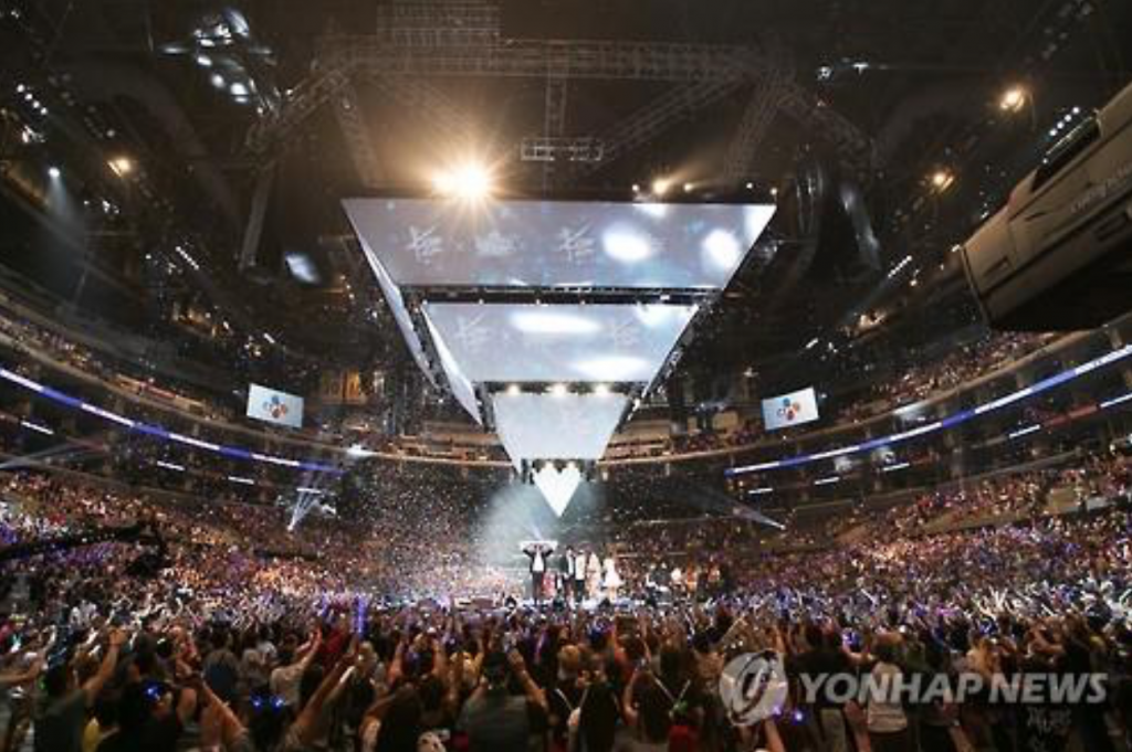 A KCON concert sponsored by the CJ Group in 2015 (image: Yonhap)