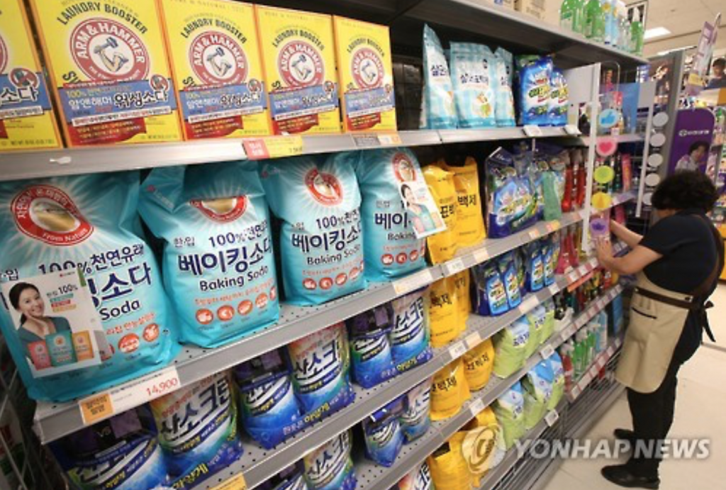 No products of Britain's Oxy Rekitte Benckiser are found on the shelves of a retail store in Seoul amid a consumer boycott on June 27, 2016. Angry South Korean consumers have been staging a boycott campaign nationwide as the British company's toxic humidifier disinfectants are suspected of having claimed scores of lives in the country. (image: Yonhap)