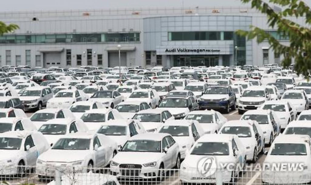 The total number of Audi and Volkswagen vehicles, whose certifications have been canceled so far, is 209,000, some 68 percent of more than 300,000 cars that the automaker has sold here from 2007 onwards. (image: Yonhap)