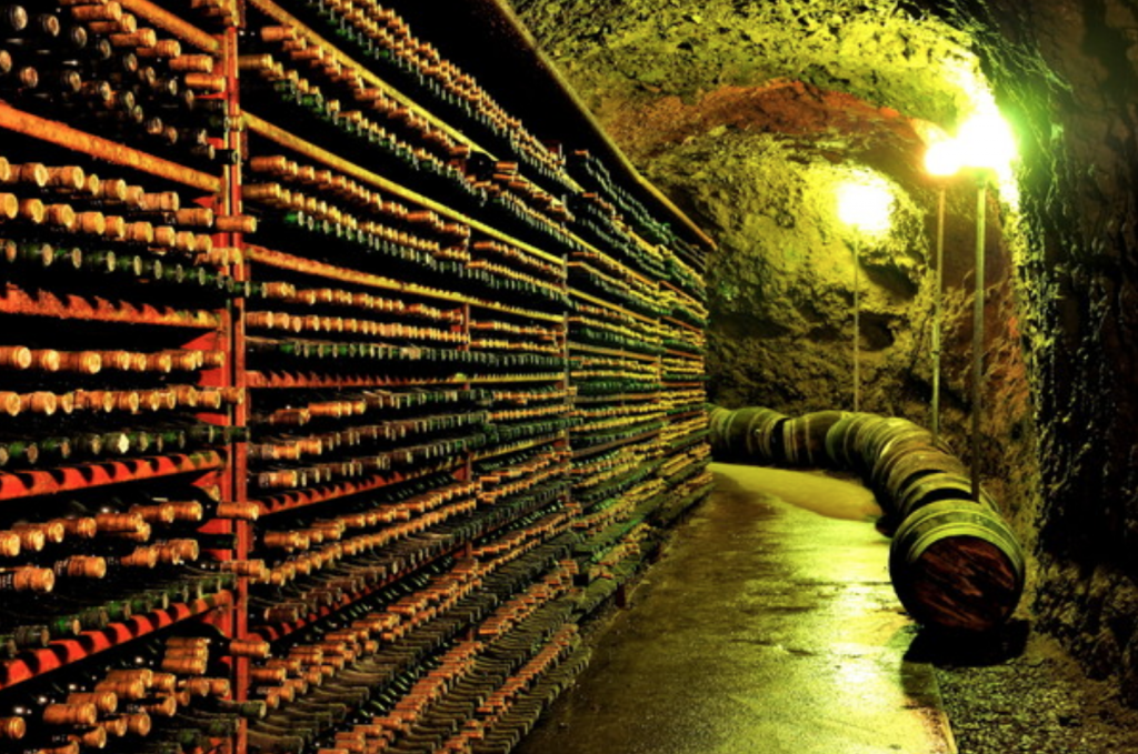 Almost half – 200 tons or 260,000 bottles – of the 400 tons of wine produced annually in the region are sold through mail order. (image: Yeongdong County)